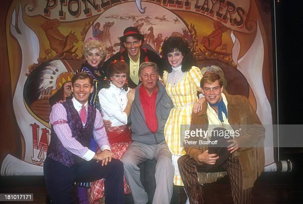 """Günter Pfitzmann, Besuch von """"Disneyworld"""", Freizeitpark, Vergnügungspark, Orlando/Florida/USA/Nordamerika, """"Pioneer-Saloon"""" vom """"Fort Wilderness"""",..."""