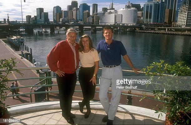 Günter Pfitzmann Ehefrau Lilo Pfitzmann Sohn Robert Pfitzmann neben den Dreharbeiten zur PRO7Serie Glückliche Reise Folge Australien...