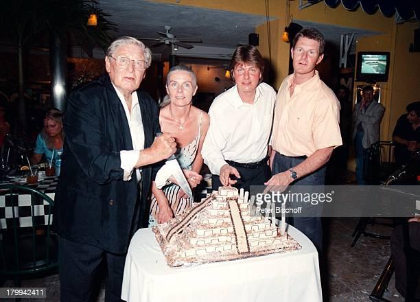 Günter Pfitzmann Ehefrau Lilo SöhneAndreas Robert 75 Geburtstag von GünterPfitzmann Restaurant La TrattoMerida/Mexico Torte am Rande der Dreharbeiten...
