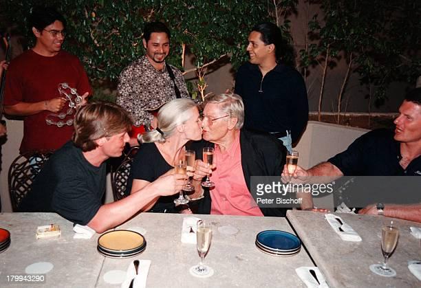 Günter Pfitzmann Ehefrau Lilo SöhneAndreas Robert GesangsQuartett75 Geburtstag von Günter Pfitzmann HotelHyatt Regency Merida/Mexico Sekt Kuß am...