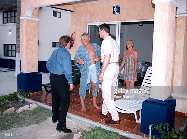 Günter Pfitzmann Ehefrau Lilo SöhnenAndreas Robert Tulum/Mexico Urlaub Hotel Costa Tankah am Rande der Dreharbeiten zur ARDReihe Klinik unter Palmen