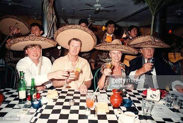 Günter Pfitzmann Ehefrau Lilo SöhneRobert Andreas MariachiKapelle 75 Geburtstag von GünterPfitzmann Restaurant La TrattoMerida/Mexico Hut Sombrero...