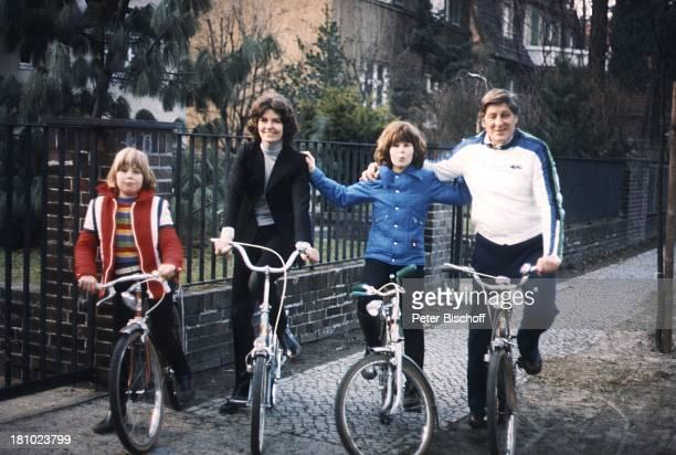 Günter Pfitzmann Ehefrau Lilo Sohn Andreas und Bruder Robert Radtour Fahrradtour Fahrrad Fahrradfahren Berlin Deutschland Europa Familie Söhnen Frau...