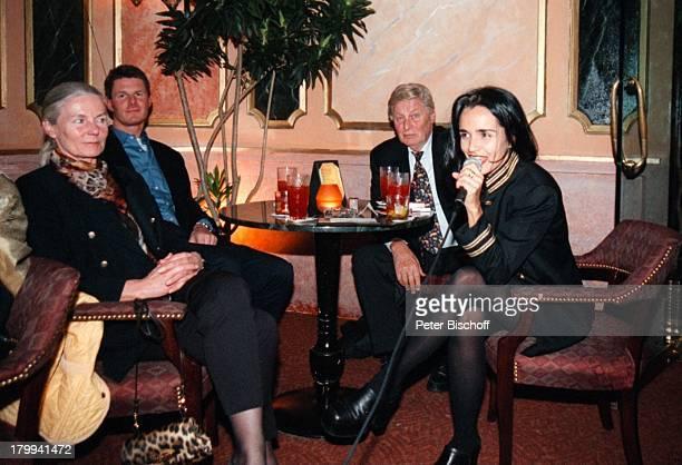 Günter Pfitzmann Ehefrau Lilo Sohn DrRobert Pfitzmann New York USA UrlaubStadtbummel Nachtclub PlantationCentralPark brasilianische SängerinTisch...
