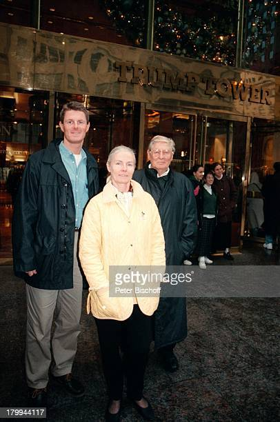 Günter Pfitzmann Ehefrau Lilo Sohn DrRobert Pfitzmann New York USA UrlaubStadtbummel TrumpTower Eingang