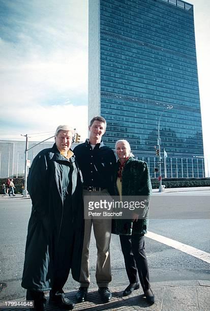 Günter Pfitzmann Ehefrau Lilo Sohn DrRobert Pfitzmann New York USA UrlaubStadtbummel Weihnachtseinkauf Haus derVereinten Nationen...