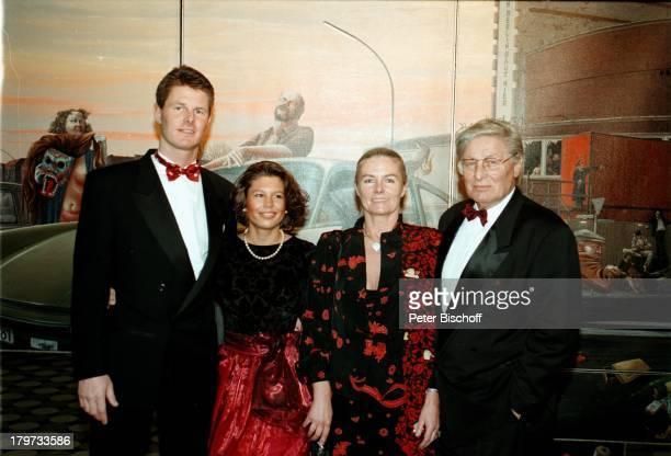 Günter Pfitzmann seine Ehefrau Lilo und Sohn Robert mit Freundin Berliner Presseball 1996