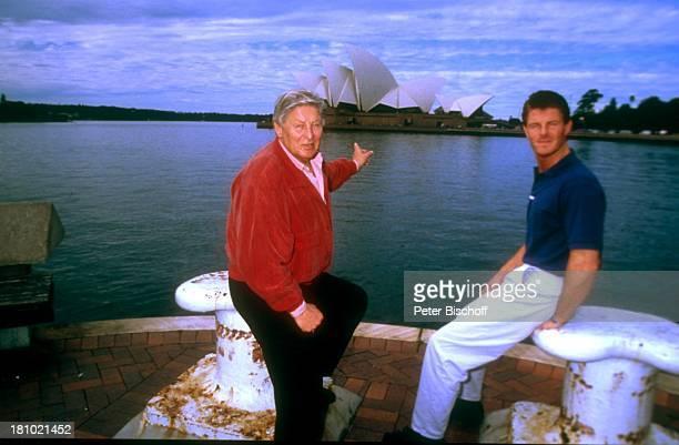 Günter Pfitzmann und Sohn Robert Pfitzmann neben den Dreharbeiten zur PRO7Serie Glückliche Reise Folge Australien Sydney/Australien 2741992 Oper...