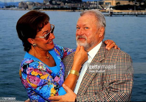 Günter Strack und Ehefrau Lore, Cannes, Frankreich, Bart zupfen, Urlaub, Wasser, Meer, Schauspieler, Promis, Prominenter, Prominente,