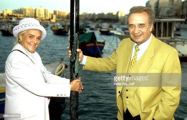 """Günter Wewel, Ehefrau Gisela, ARD-Musik-Reihe """"Kein schöner Land"""", Folge """"Malta"""", auf Insel Malta, HDS."""