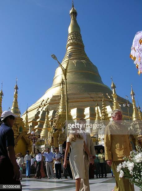 Günther Schramm EvaMaria Grein Patrik Fichte Dreharbeiten zur ZDFReihe 'Kreuzfahrt ins Glück' Folge 'Hochzeitsreise nach Burma' Yangon Hauptstadt von...