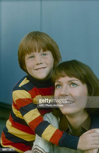 D Go Ahead and Cry Aired on December 16 1975 GAVIN