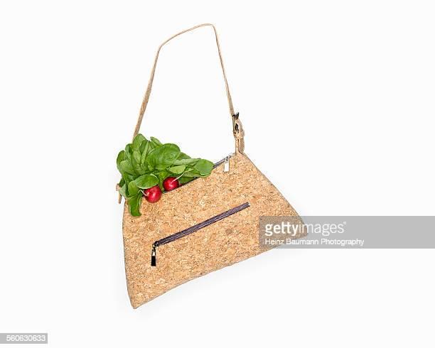 go vegan - handbag made of cork with radishes on w - heinz baumann photography stock-fotos und bilder