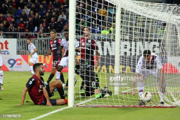 32 goal for the bologna by paolo faragò's own goal during the Serie A match between Cagliari Calcio and Bologna FC at Sardegna Arena on October 30...