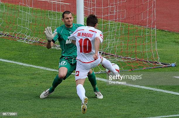 Goal keeper Alberto Pomini of Sassuolo defends a shot from Antonio Di Nardo of Padova during the Serie B match between Calcio Padova and US Sassuolo...