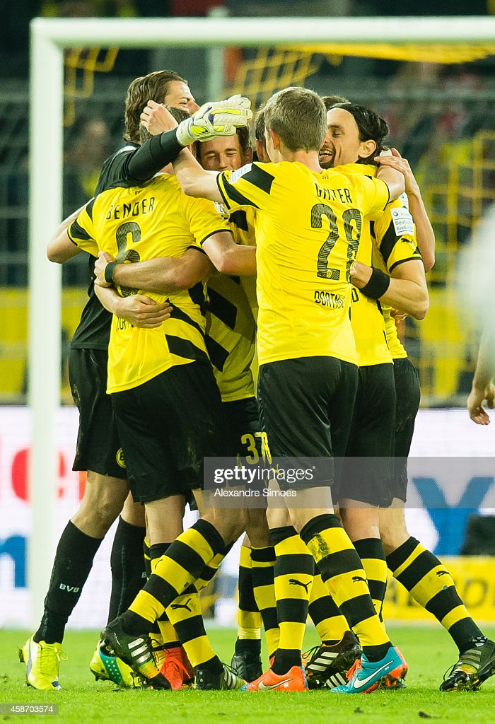 Goal keeper Roman Weidenfeller, Lukasz Piszczek, Sven Bender, Erik Durm, Neven Subotic and Matthias Ginter of Borussia Dortmund celebrate after the final whistle during the Bundesliga match between Borussia Dortmund and Borussia Moenchengladbach at Signal Iduna Park on NOVEMBER 09, 2014 in Dortmund, Germany.