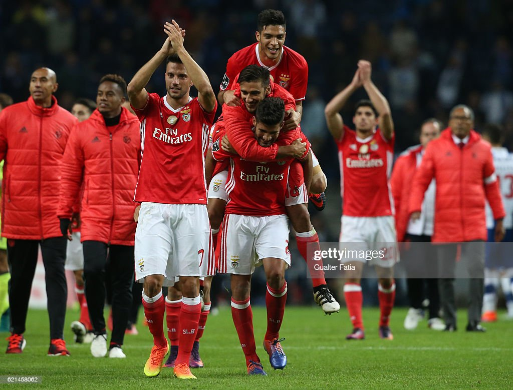 Goal scorer SL Benfica's defender from Argentina Lisandro Lopez celebrates with teammates the draw at the end of the Primeira Liga match between FC Porto and SL Benfica at Estadio do Dragao on November 6, 2016 in Porto, Portugal.