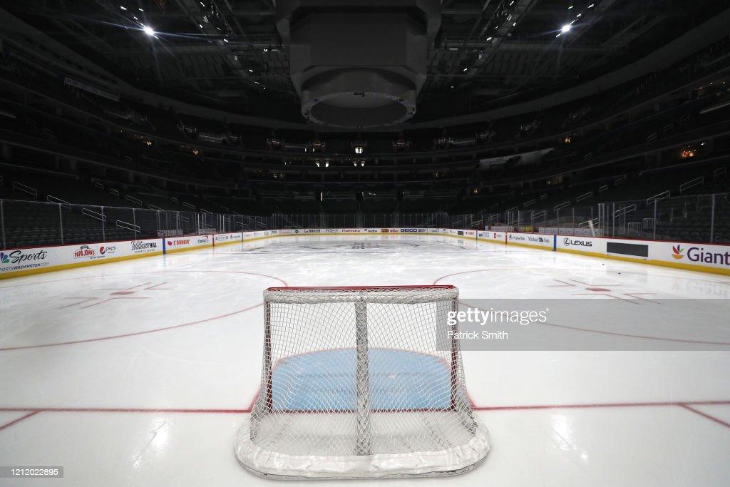 Detroit Red Wings v Washington Capitals : Photo d'actualité
