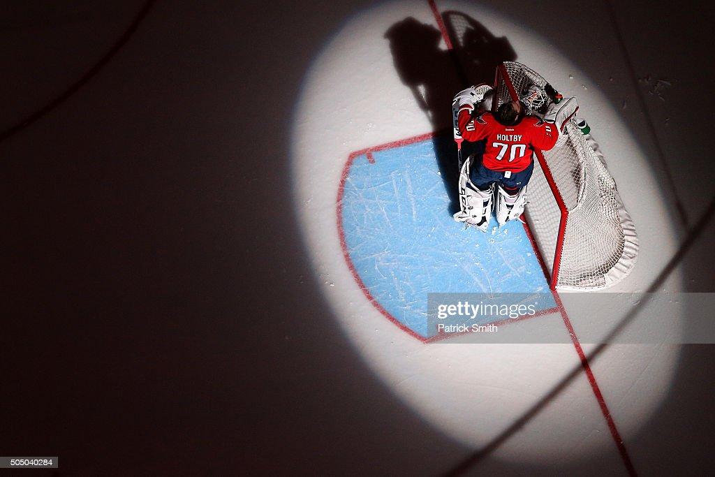 Vancouver Canucks v Washington Capitals : News Photo