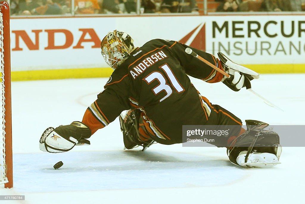 Calgary Flames v Anaheim Ducks - Game One : News Photo