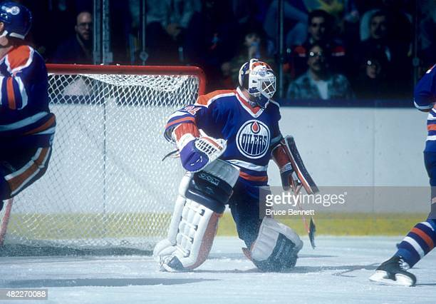 Goalie Grant Fuhr of the Edmonton Oilers follows the puck during an NHL game against the New York Islanders on November 11 1986 at the Nassau...