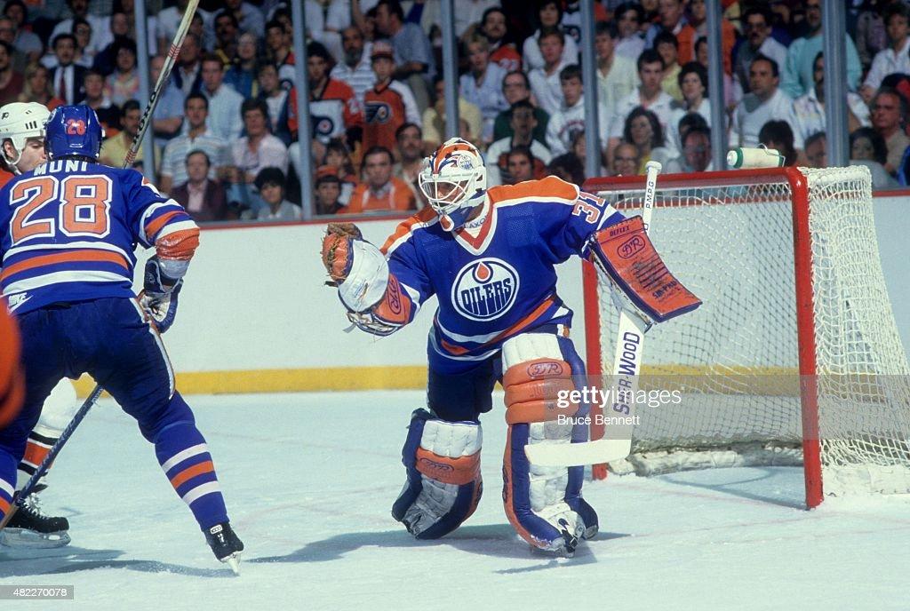 1987 Stanley Cup Finals:  Edmonton Oilers v Philadelphia Flyers : News Photo