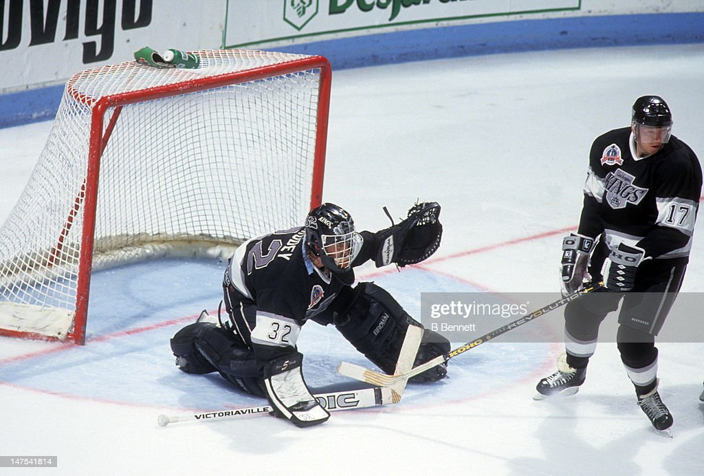 1993 Stanley Cup Finals:  Los Angeles Kings v Montreal Canadiens : News Photo