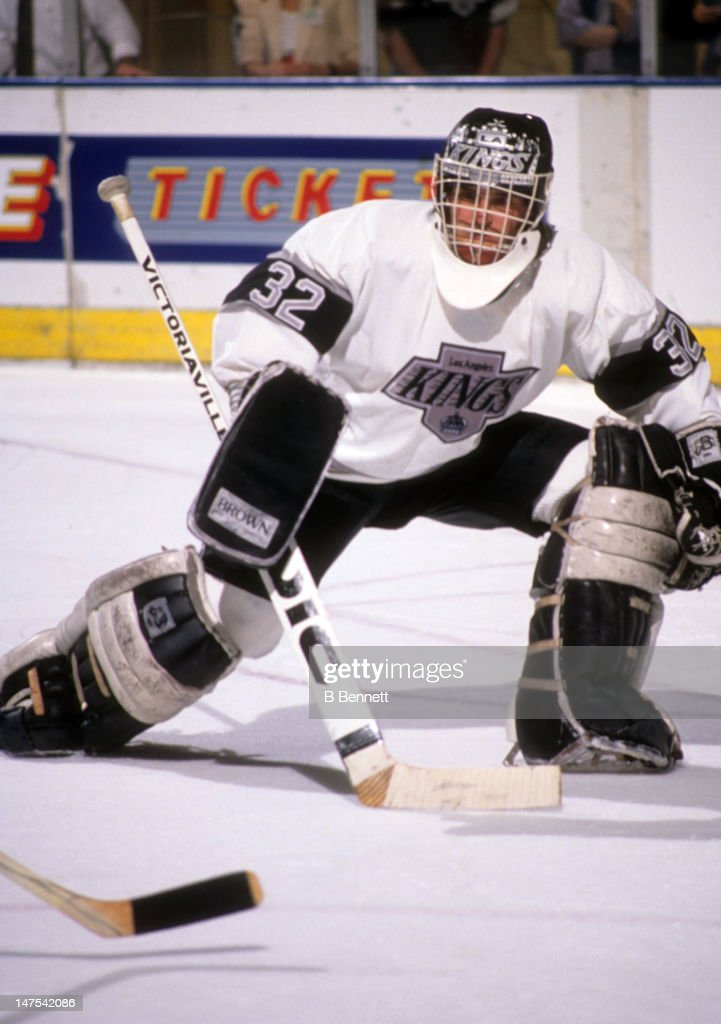 1990 Western Division Semi Finals:  Calgary Flames v Los Angeles Kings : News Photo