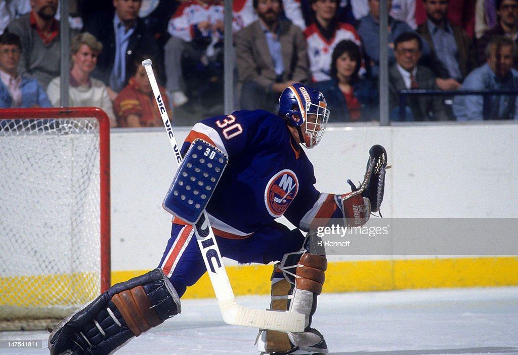 1985 Eastern Division Semi Finals:  New York Islanders v Washington Capitals : News Photo
