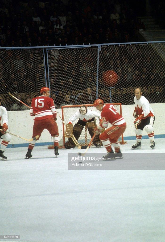 1972 Summit Series: Canada v Soviet Union : News Photo