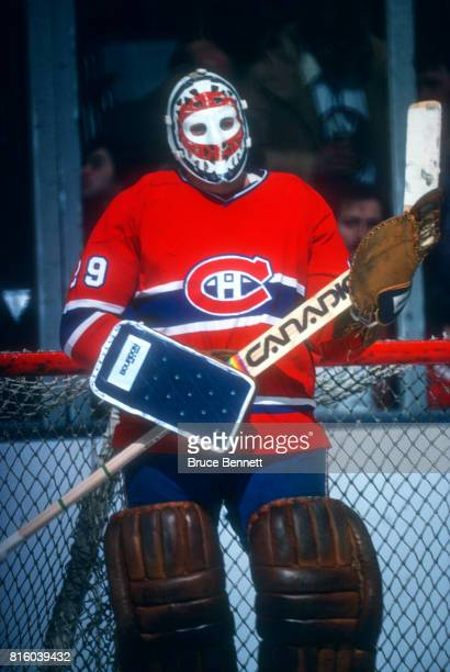 Goalie Ken Dryden of the Montreal Canadiens defends the net during an NHL game against the New York Islanders on February 27 1979 at the Nassau...