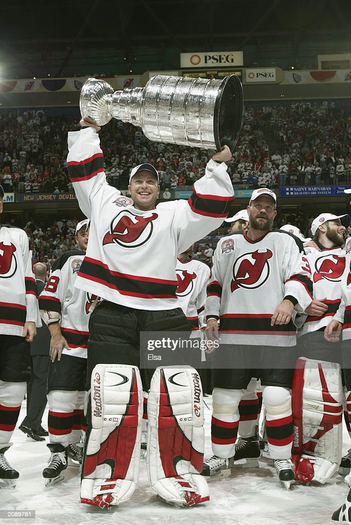 Brodeur holds up the Cup : News Photo