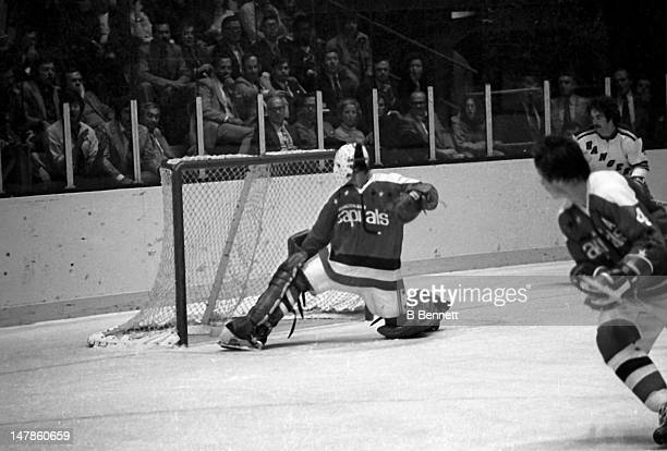 Goalie Ron Low of the Washington Capitals makes the save during an NHL game against the New York Rangers on October 9 1974 at the Madison Square...