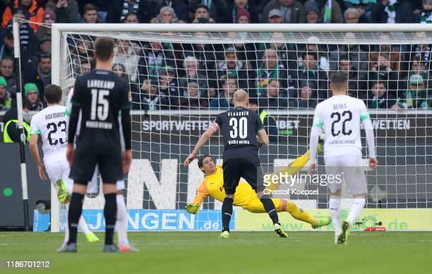 Goalkeeper 1Yann Sommer of Borussia Monchengladbach saves a penalty from Davy Klaassen of SV Werder Bremen during the Bundesliga match between...