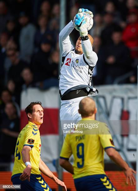 Goalkeeper Adam Kwarasey of Brondby IF in action during the Danish Alka Superliga match between FC Midtjylland and Brondby IF at MCH Arena on May 7...