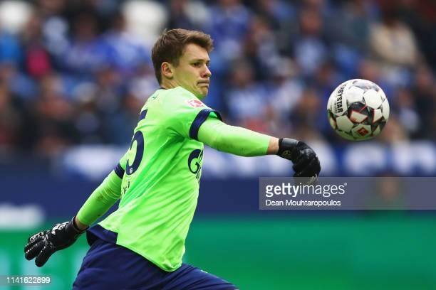 Goalkeeper Alexander Nubel of Schalke 04 in action during the Bundesliga match between FC Schalke 04 and Eintracht Frankfurt at VeltinsArena on April...