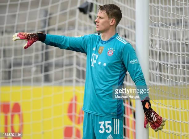 Goalkeeper Alexander Nuebel of FC Bayern München gestures during the Bundesliga match between Sport-Club Freiburg and FC Bayern Muenchen at...