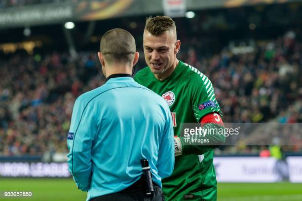 Goalkeeper Alexander Walke of Salzburg speaks with the assistant Referee during UEFA Europa League Round of 16 second leg match between FC Red Bull...