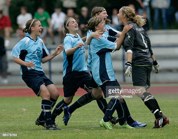 Goalkeeper AnnaFelicitas Sarholz of Potsdam celebrates with teammates after the penalty shootout of the Women B Juniors Final between FCR 2001...