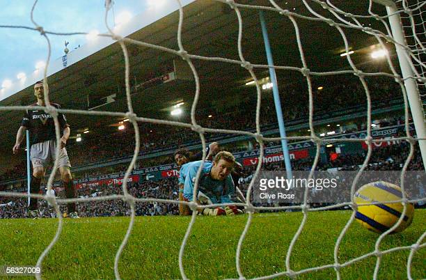 Goalkeeper Ben Alnwick of Sunderland watches the ball roll into his net after Mido of Tottenham Hotspur forced the ball home during the Barclays...