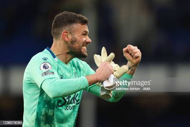 Goalkeeper Ben Foster of Watford celebrates the 2-5 victory during the Premier League match between Everton and Watford at Goodison Park on October...