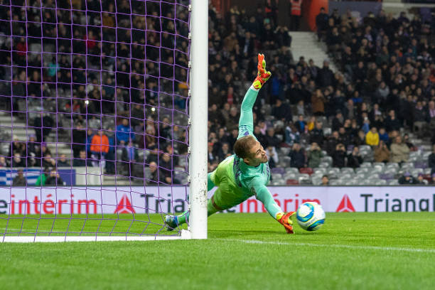 Championnat de France de football LIGUE 1 2018-2019-2020 - Page 33 Goalkeeper-benjamin-lecomte-of-monaco-just-fails-to-save-the-penalty-picture-id1191977549?k=6&m=1191977549&s=612x612&w=0&h=xNej3LzlnSD3a0PnjmoSqxSW1aXZRBN0BgNrCdRza44=