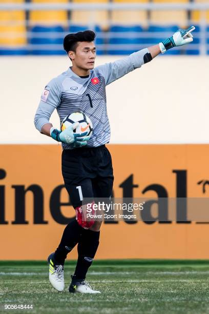 Goalkeeper Bui Tien Dung of Vietnam gestures during the AFC U23 Championship China 2018 Group D match between Vietnam and Australia at Kunshan Sports...