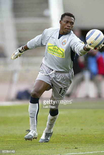 Goalkeeper Carlos Kameni of RCD Espanyol in action during the La Liga match between RCD Espanyol and Levante on March 6 2005 at Lluis Companys...