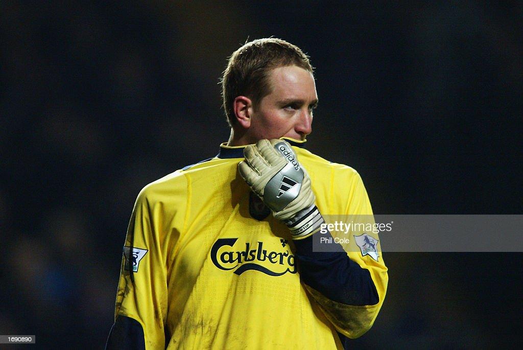 Goalkeeper Chris Kirkland of Liverpool looking dejected : News Photo