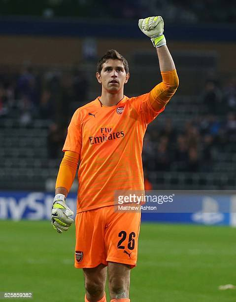 Goalkeeper Damian Martinez of Arsenal celebrates at the end of the match