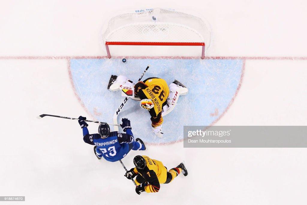 Ice Hockey - Winter Olympics Day 6 : News Photo