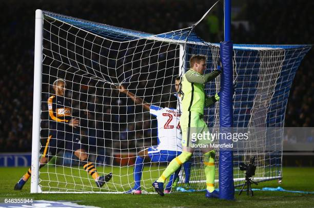 Goalkeeper David Stockdale of Brighton and Hove Albion reacts as Mohamed Diame of Newcastle United scores their first and equalisign goal during the...
