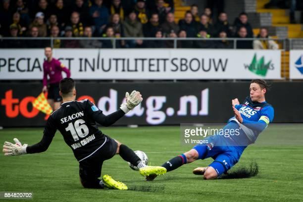 goalkeeper Delano van Crooij of VVV Wout Weghorst of AZ during the Dutch Eredivisie match between VVV Venlo and AZ Alkmaar at Seacon stadium De Koel...