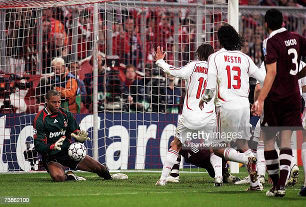 Goalkeeper Dida of Milan makes a save during the UEFA Champions League Quarter Final, second leg match between FC Bayern Munich and AC Milan at...